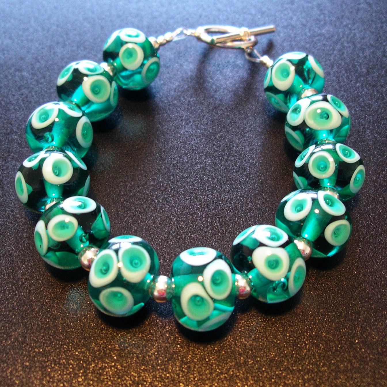Bracelet en perles de verre travaillées à la main